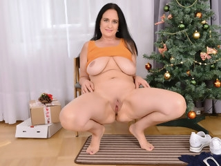mature bbw Mature mom Ria Black gives her pussy an Xmas treat