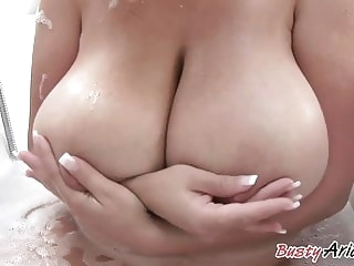 milf brunette Arianna - bath time
