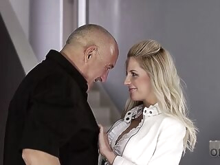 blowjob blonde OLD4K. Nice chick likes to make hot love to her seasoned daddy