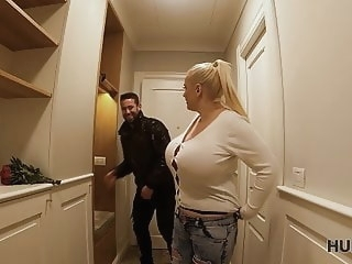 blowjob blonde HUNT4K. Getting lost heading on your first date?